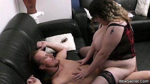 Толстая барышня Brandie Moore показала прелести - порно фото