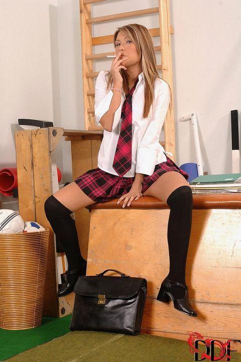 Физрук трахнул студентку за курение в кабинете